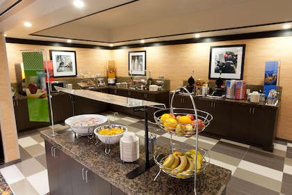 Restaurant | Hampton Inn & Suites Tulsa Central