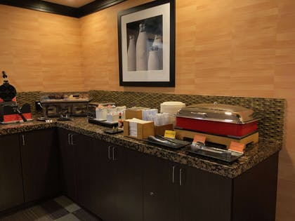 Breakfast Area | Hampton Inn & Suites Tulsa Central