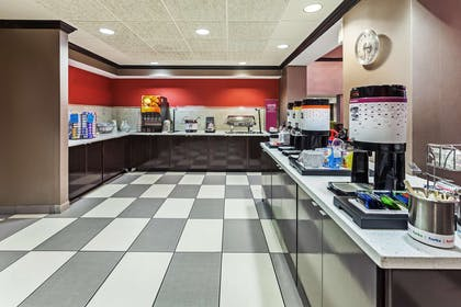 Restaurant | Hampton Inn & Suites Tulsa-Woodland Hills 71st-Memorial