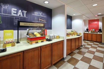 Breakfast Area | Hampton Inn & Suites Tucson East/Williams Center