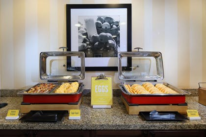 Breakfast Area | Hampton Inn & Suites Tucson-Mall