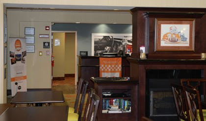 Lobby | Hampton Inn & Suites-Knoxville/North I-75