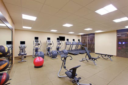 Health club fitness center gym | Hilton Garden Inn Victoria