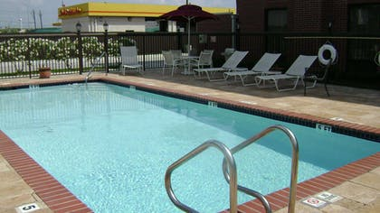 Pool | Hampton Inn Victoria