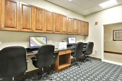 Business Center | Hampton Inn Alexandria-Old Town/King St. Metro