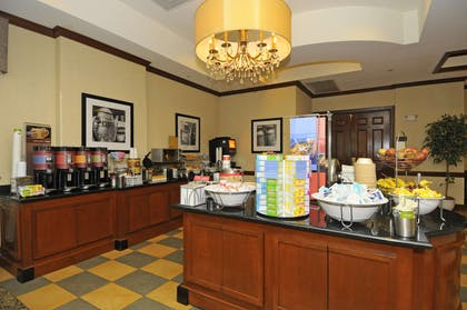 Restaurant | Hampton Inn Alexandria-Old Town/King St. Metro