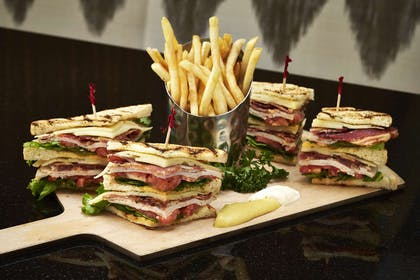 Restaurant | Embassy Suites by Hilton Washington D.C. at the Chevy Chase Pavilion