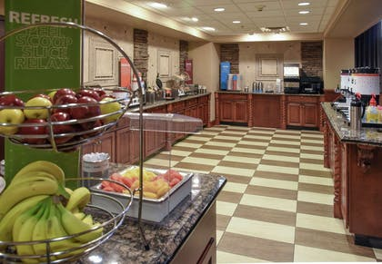 Breakfast Area | Hampton Inn & Suites Youngstown- Canfield