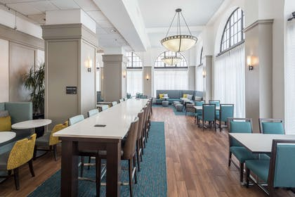 Breakfast Area | Hampton Inn & Suites Atlanta Downtown