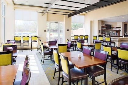 Restaurant | Hilton Garden Inn Hartford North/Bradley Int'l Airport