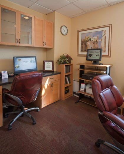 Business Center | Hampton Inn and Suites Stamford