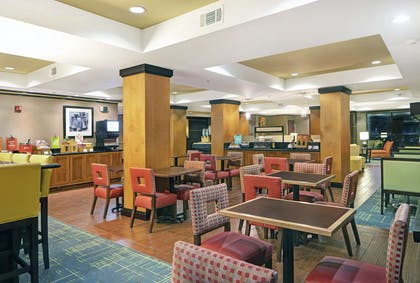 Breakfast Area | Hampton Inn Biloxi