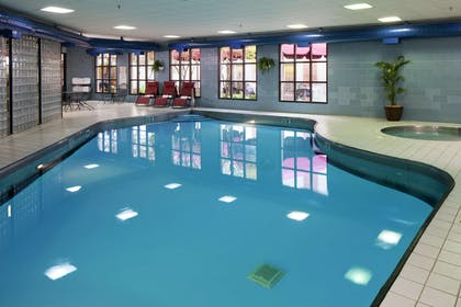 Pool | DoubleTree by Hilton Hotel Bloomington