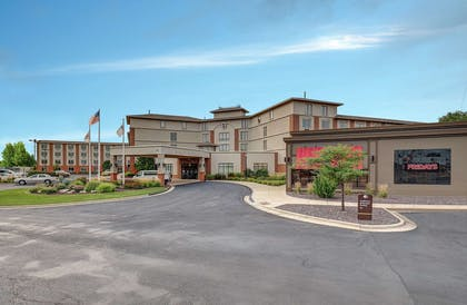 Exterior | DoubleTree by Hilton Hotel Bloomington