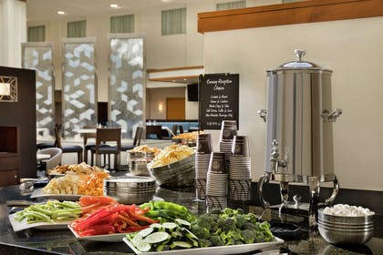 Restaurant | Embassy Suites by Hilton Boston At Logan Airport