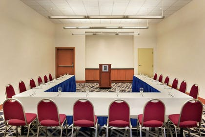 Meeting Room | Embassy Suites by Hilton Boston At Logan Airport
