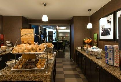 Restaurant | Hampton Inn & Suites Boston Crosstown Center