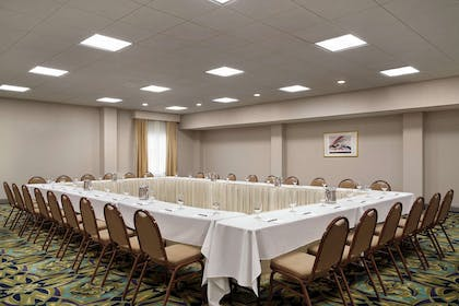Meeting Room | Embassy Suites by Hilton Brunswick