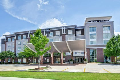 Exterior   DoubleTree by Hilton Hotel Baton Rouge