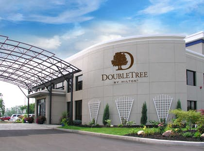 Exterior | DoubleTree by Hilton Hotel Buffalo - Amherst