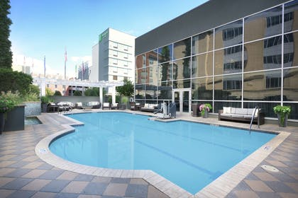 Pool | DoubleTree by Hilton Chattanooga