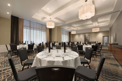 Restaurant | Hilton Garden Inn Chicago Downtown/Magnificent Mile