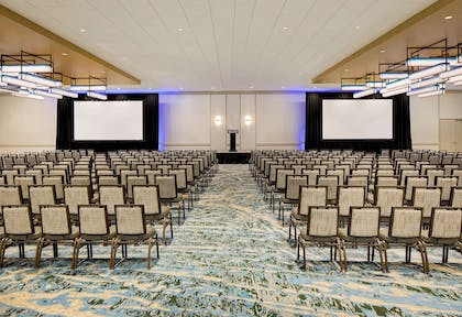 Meeting Room | DoubleTree by Hilton Hotel Chicago - Magnificent Mile