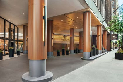 Exterior | DoubleTree by Hilton Hotel Chicago - Magnificent Mile