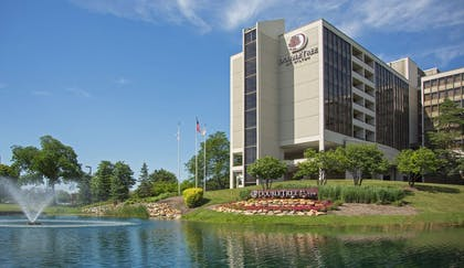 Exterior | DoubleTree by Hilton Chicago - Oak Brook
