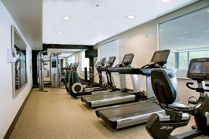 Health club | Embassy Suites by Hilton Chicago O'Hare Rosemont
