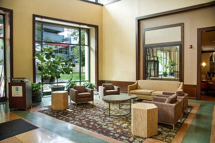 Lobby | Embassy Suites by Hilton Chicago O'Hare Rosemont