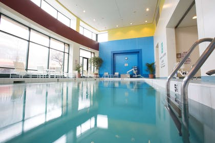 Pool   Embassy Suites by Hilton Chicago O'Hare Rosemont
