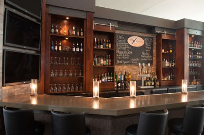 BarLounge | DoubleTree by Hilton Hotel & Suites Charleston Airport