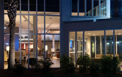 Exterior | DoubleTree by Hilton Hotel & Suites Charleston Airport