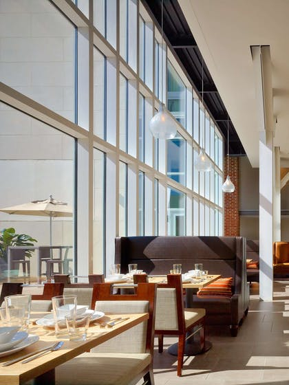 Restaurant | DoubleTree by Hilton Hotel & Suites Charleston Airport