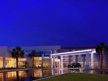 Exterior   DoubleTree by Hilton Hotel & Suites Charleston Airport