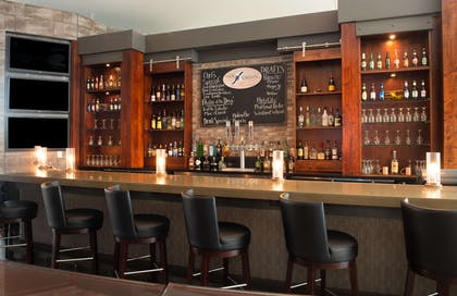 BarLounge   DoubleTree by Hilton Hotel & Suites Charleston Airport