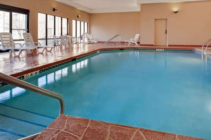 Pool | Hampton Inn Iowa City/Coralville