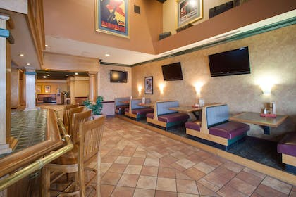 BarLounge | Hampton Inn Iowa City/Coralville