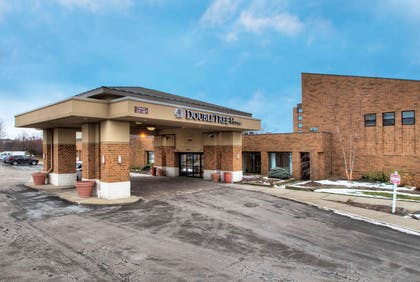 Exterior | DoubleTree by Hilton Cleveland East Beachwood