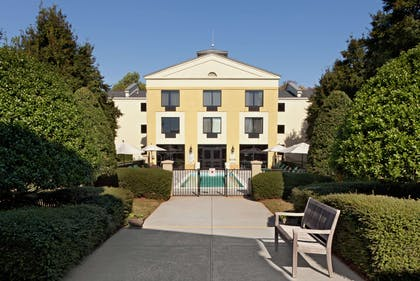 Exterior | DoubleTree by Hilton Charlotte Airport