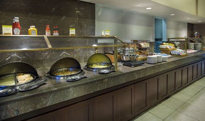 Restaurant | DoubleTree by Hilton Charlotte Airport