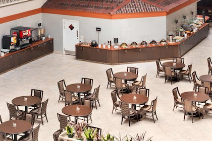Restaurant | Embassy Suites by Hilton Corpus Christi