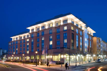 Exterior | Hilton Garden Inn Arlington Shirlington