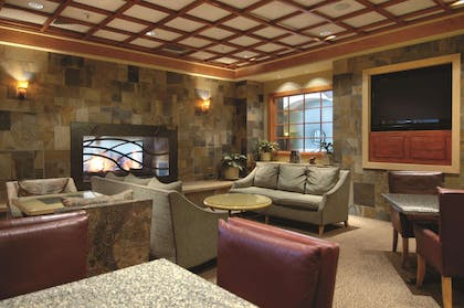 BarLounge | DoubleTree by Hilton Hotel Denver - Stapleton North