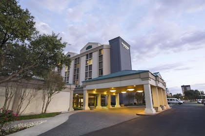 Exterior | DoubleTree by Hilton Hotel Dallas - DFW Airport North