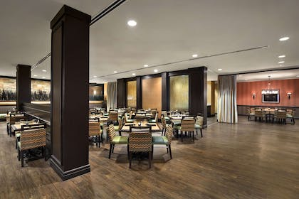 Restaurant | DoubleTree by Hilton Hotel Dallas - DFW Airport North