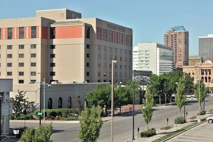 Exterior | Embassy Suites by Hilton Des Moines Downtown