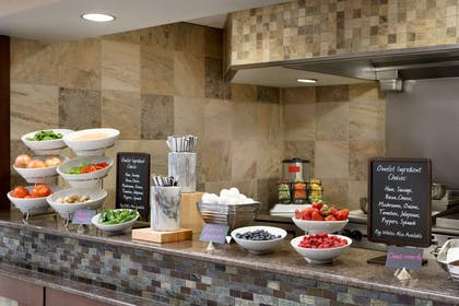 Restaurant | Embassy Suites by Hilton Des Moines Downtown