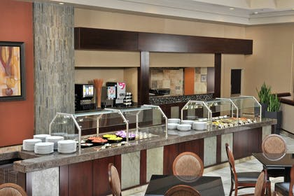 Breakfast Area | Embassy Suites by Hilton Des Moines Downtown